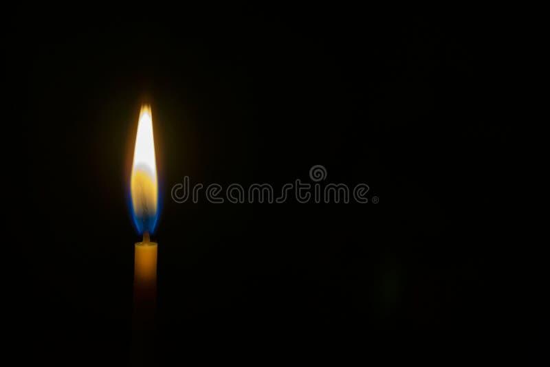 Bränningen vaxar stearinljuset royaltyfria foton