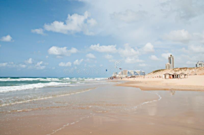 Strand som planläggs för surfa och andra sportar. royaltyfri fotografi