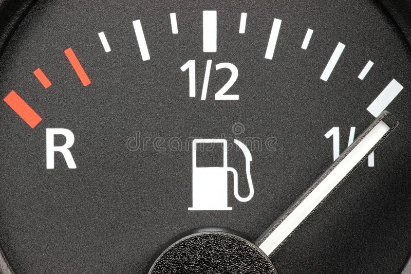 Bränslemått som visar den fulla behållaren royaltyfria foton