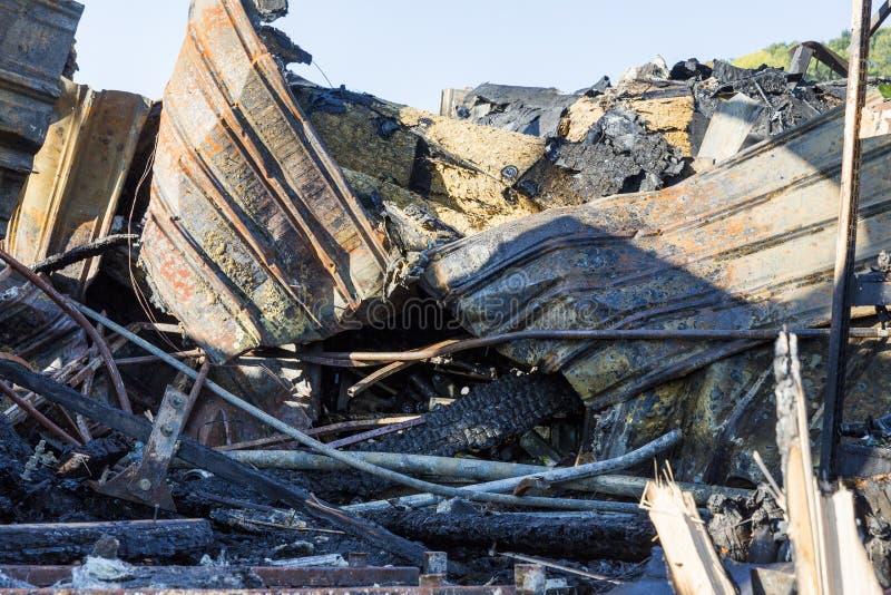 Bränt skadat fördärvar av förstörd försäkring för supermarketmordbrandutredning royaltyfri foto