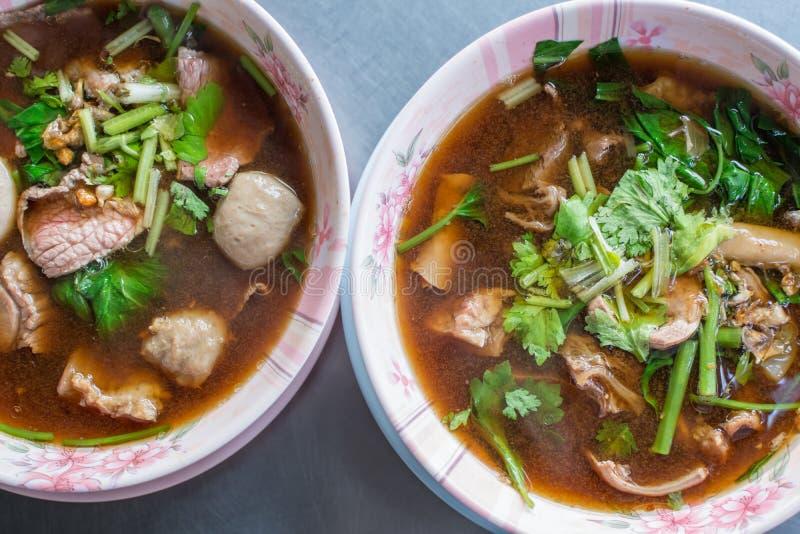Bräserat nötkött som är klart med ragu för soppa för köttsenaboll royaltyfri fotografi
