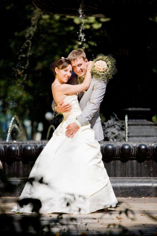 Bräutigam und die Brautfreude stockfotografie