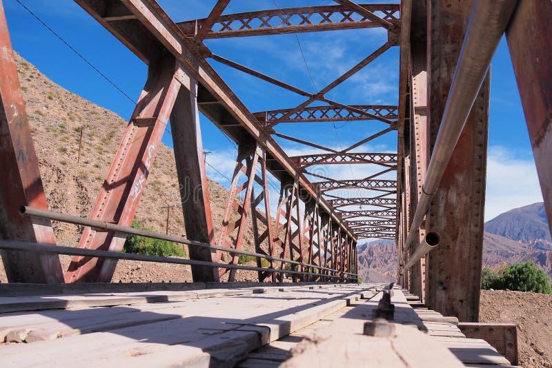 Bråckbandbro i nordliga Argentina arkivbilder