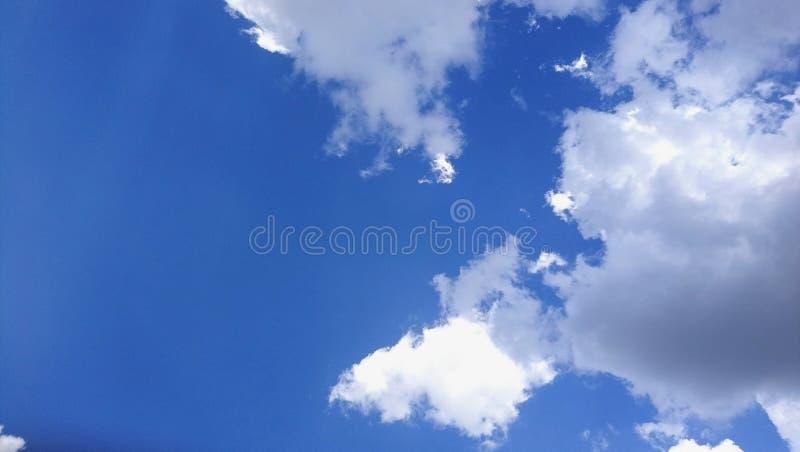 ` Brésilien s ciel de beaucoup de nuages photographie stock