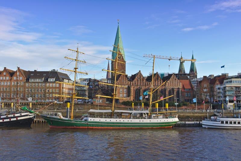 Brême, Allemagne - 23 novembre 2017 - ancienne formation de voile embarquent Alexander von Humboldt à ses amarrages sur la rivièr image stock