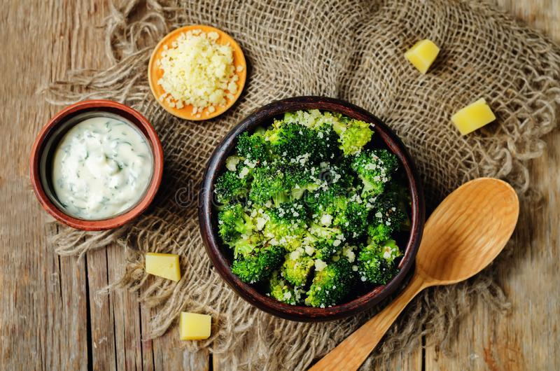 Bróculi asado parmesano del ajo fotos de archivo libres de regalías