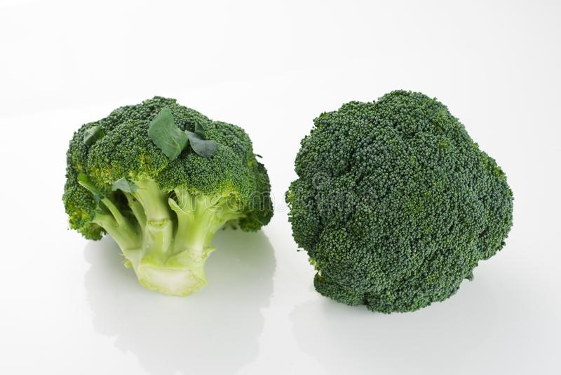 Bróculi en blanco fotos de archivo