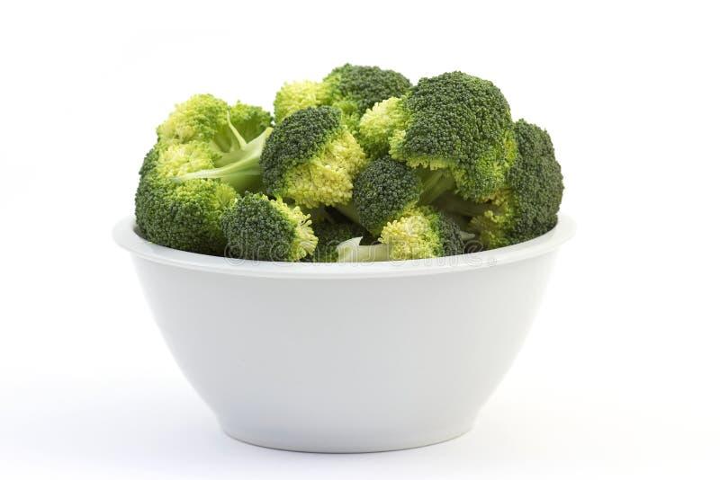 Bróculi en un tazón de fuente foto de archivo