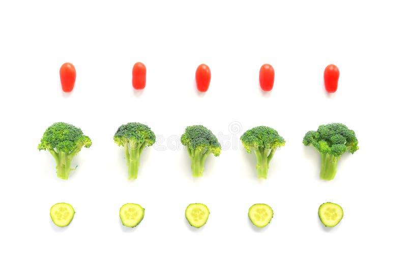 Bróculi, tomates y composición de los pepinos fotografía de archivo libre de regalías