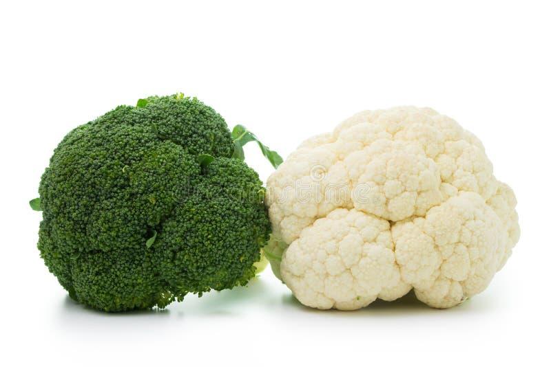Bróculi y coliflor aislados en el fondo blanco foto de archivo libre de regalías