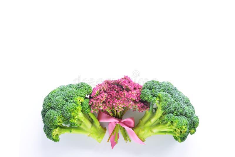 Bróculi y flores fotos de archivo