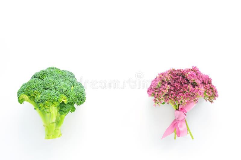 Bróculi y flores foto de archivo libre de regalías