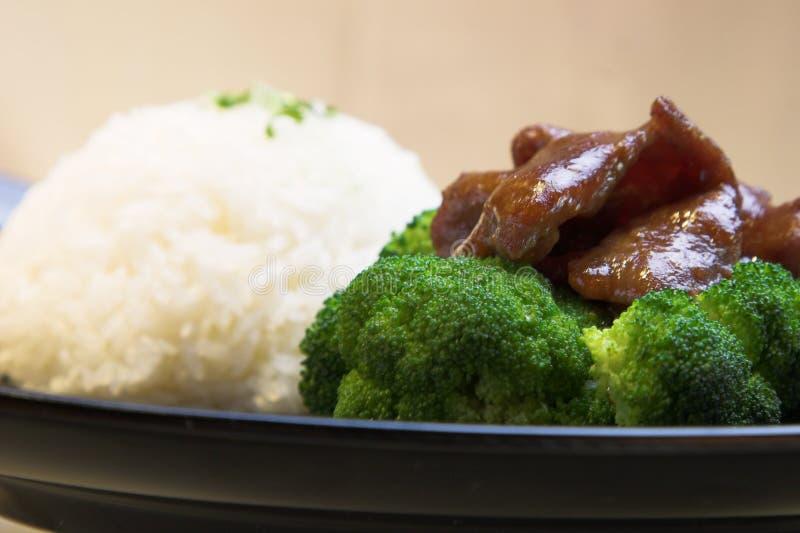 Bróculos da carne com arroz imagens de stock