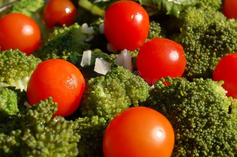Bróculos e tomates foto de stock