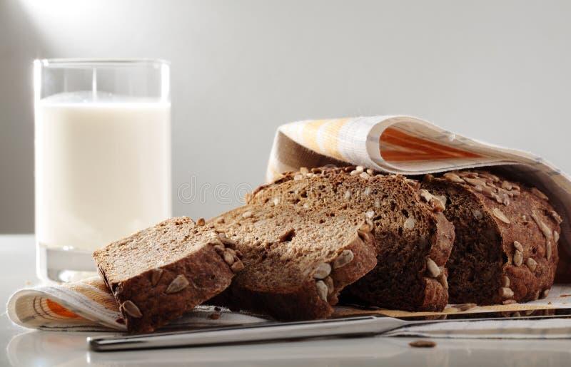 bröd mjölkar arkivfoton