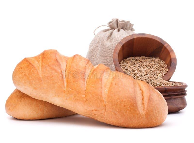 Bröd, mjölsäck och korn som isoleras på vitt bakgrundsutklipp royaltyfri fotografi