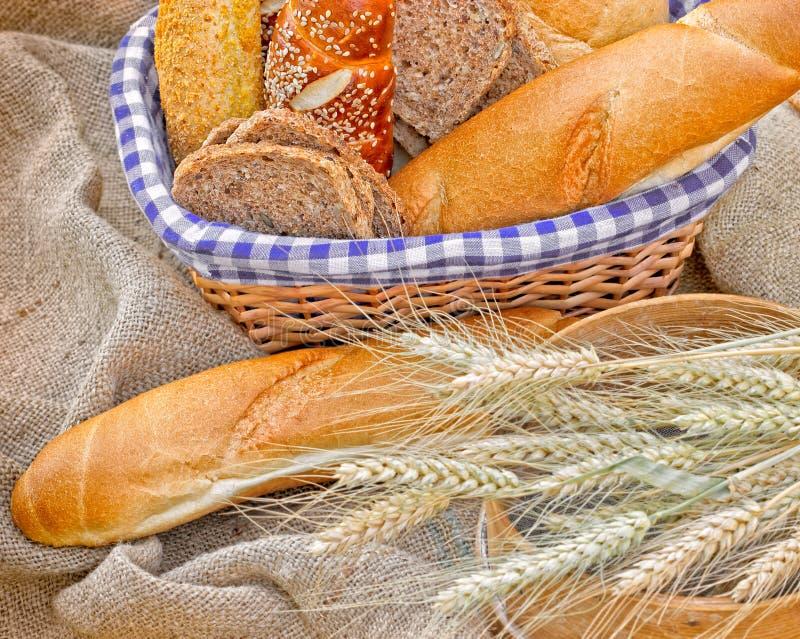 Bröd och bakelse royaltyfri bild