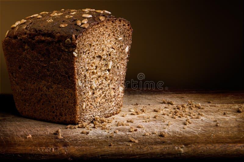 Bröd på trät royaltyfria bilder