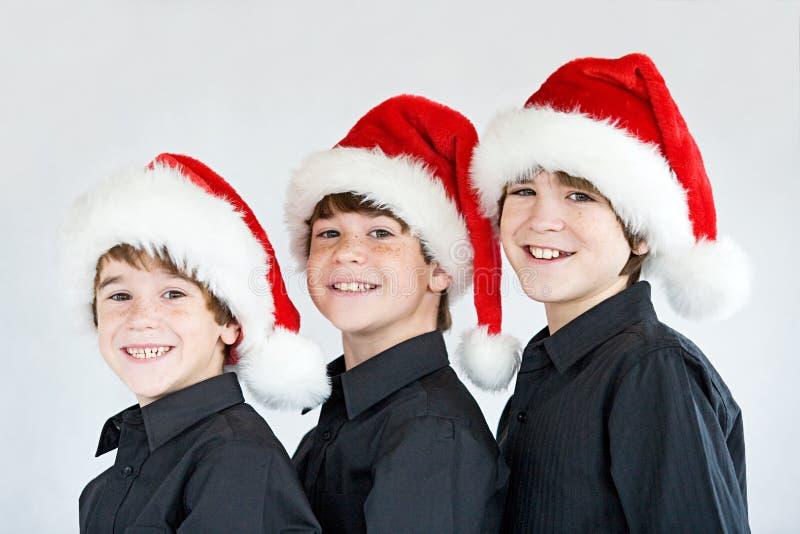 Bröder i julhattar royaltyfri fotografi