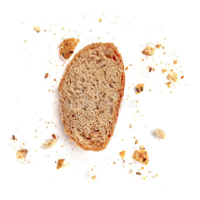 Brödrostat bröd som isoleras på vit bakgrund Smula- och brödskivaslut upp Bageri matbegrepp Top beskådar royaltyfria foton