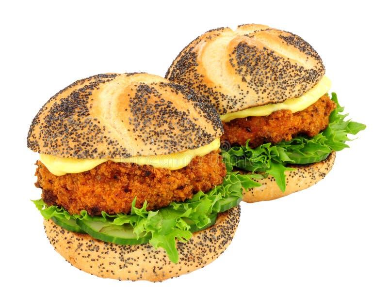 Brödsmulan täckte rullar för smörgåsen för laxfiskkakan royaltyfria bilder