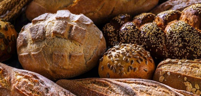 Brödsortiment, horisontalbaner, närbild arkivbilder