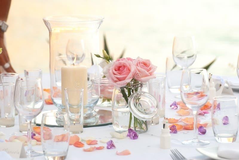 Bröllop eller deltagarematställetabell royaltyfria bilder