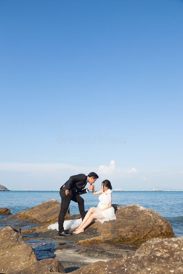 bröllop för brudgum för brudceremonikyrka arkivbild