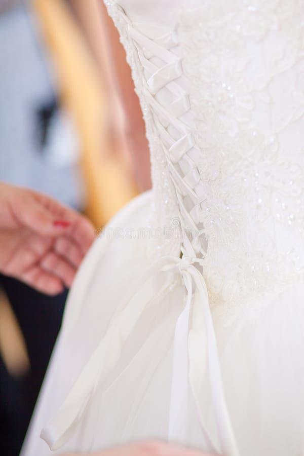 bröllop för brudkorsettklänning arkivbild