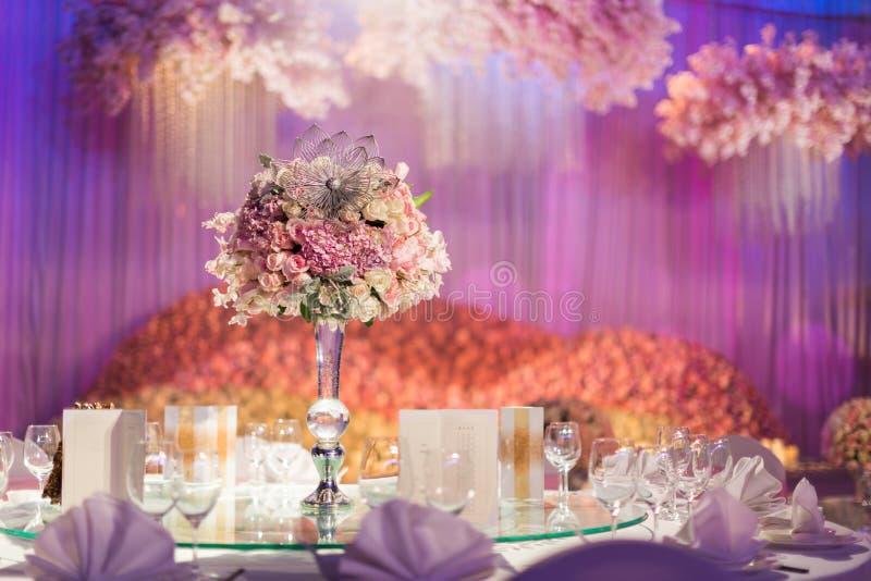 bröllop för fokusexponeringsglastabell royaltyfria bilder