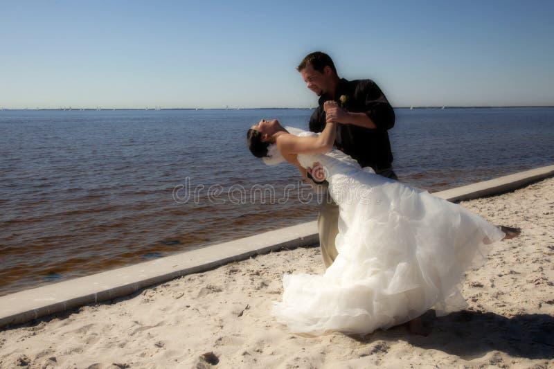 bröllop för strandpardans arkivfoton