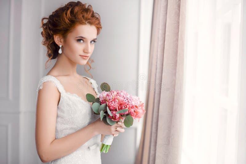 bröllop härlig brud royaltyfria bilder