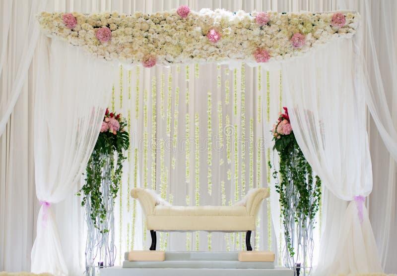 Bröllopaltare eller podium royaltyfri fotografi