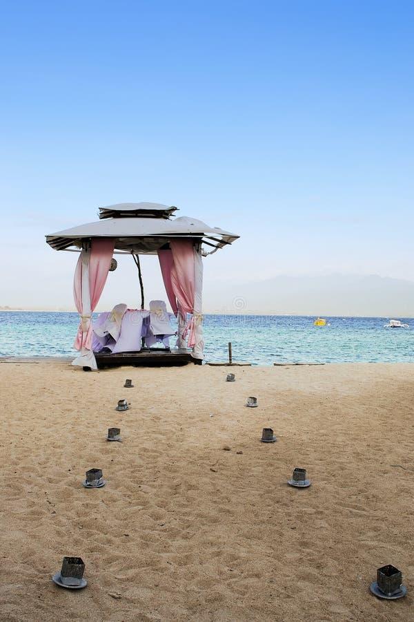 Bröllopaltare på stranden fotografering för bildbyråer