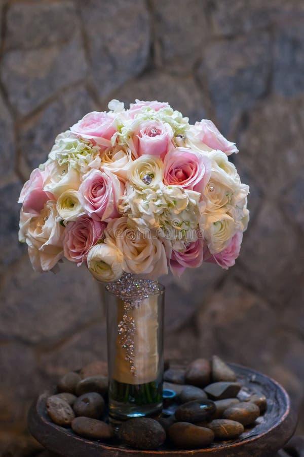 Bröllopbukett med rosor arkivfoto