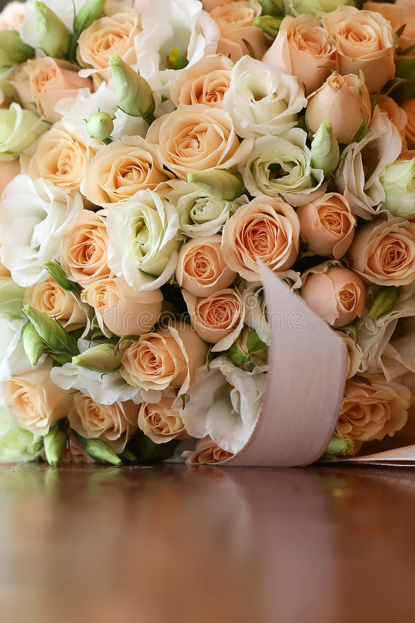 Bröllopbukett på tabletopen arkivfoton