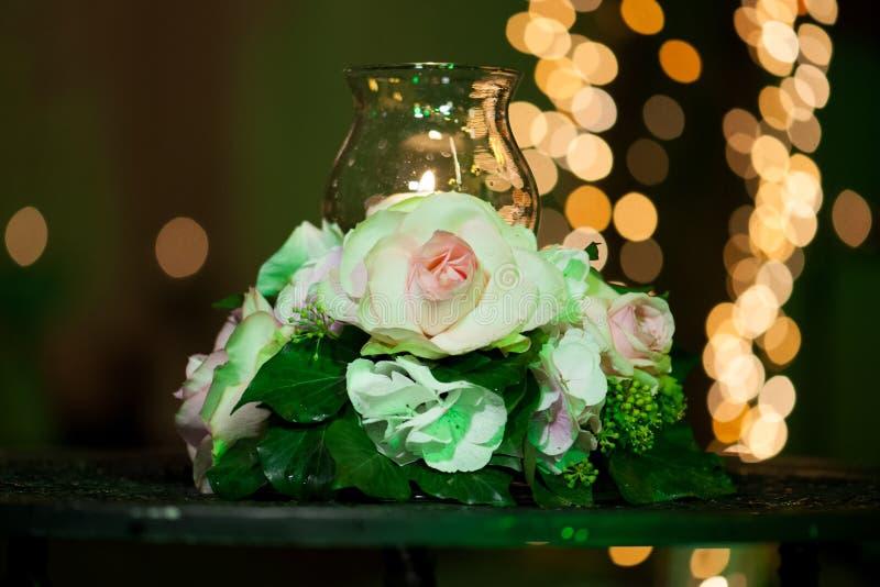 Bröllopdekor i restaurangen royaltyfri fotografi
