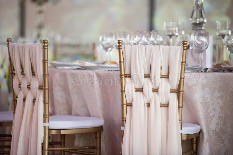 Bröllopdekor i restaurangen arkivbilder
