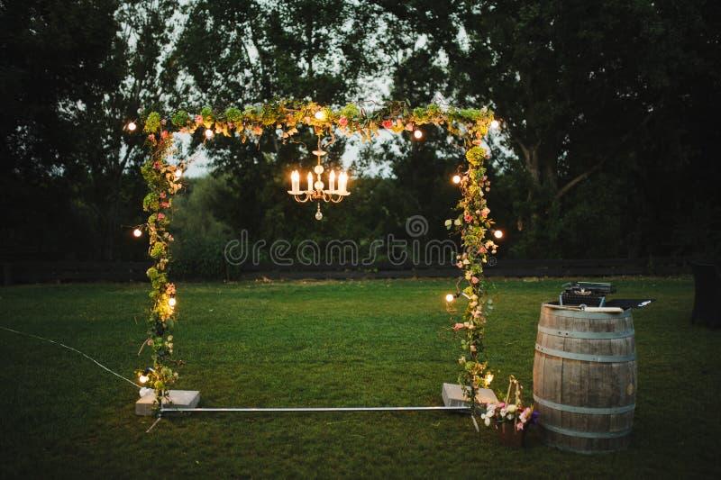 Bröllopdekor på restaurangen arkivbild