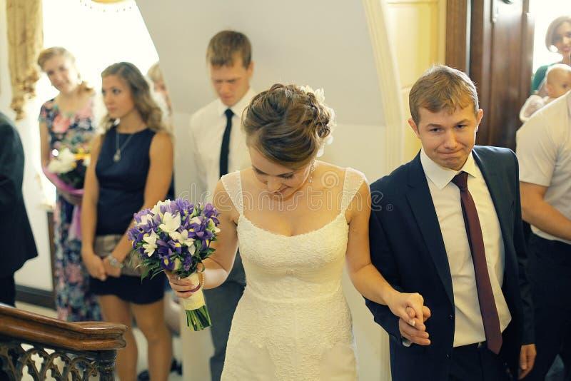 Bröllopfoto av bruden och brudgummen royaltyfria bilder