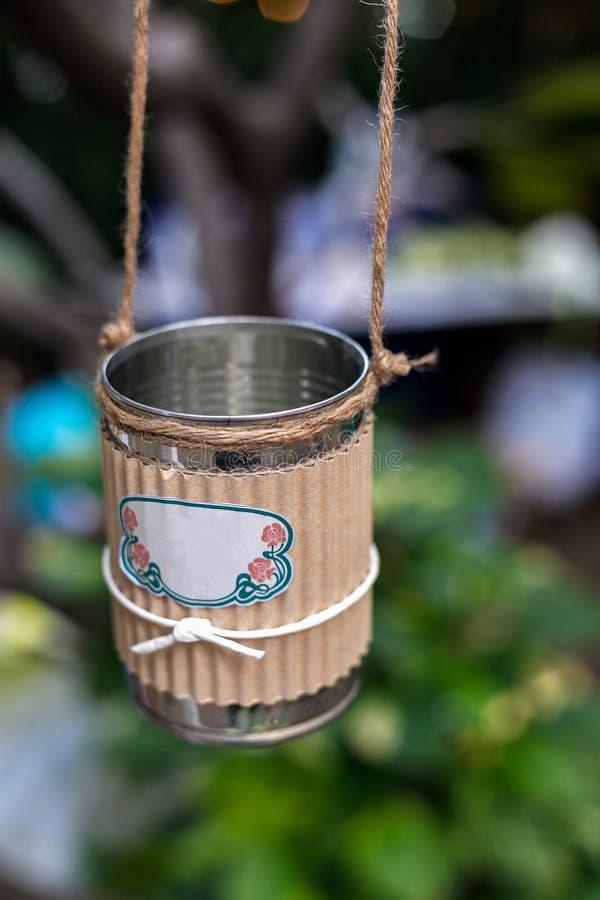 Bröllopgarnering i form av att hänga mjölkar kan arkivfoton