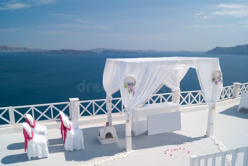 Bröllopgarnering på den Santorini ön, en populär bröllopdestin fotografering för bildbyråer