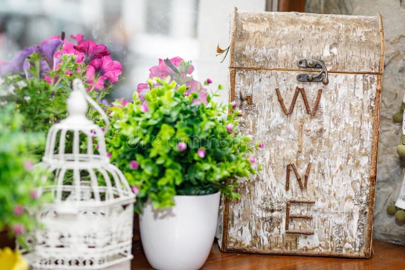 Bröllopgarneringar för tabell i lantlig stil fotografering för bildbyråer