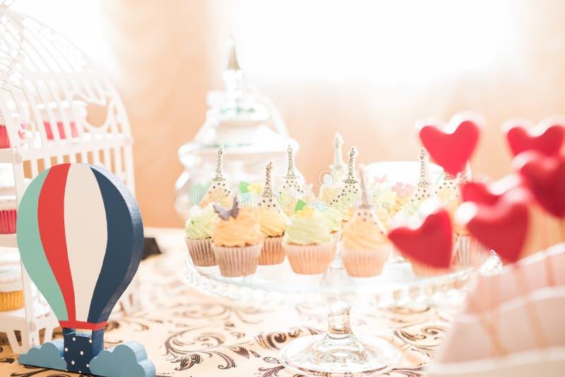 Bröllopgodisstången bor royaltyfria bilder