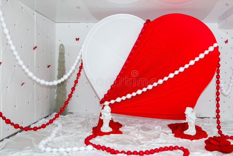 Bröllopinställning Garnering av korridoren för berömmen Garnering av valentin dag royaltyfri fotografi