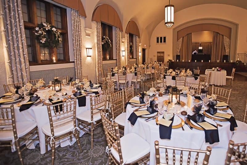 Bröllopmottagandevenue på natten royaltyfri foto