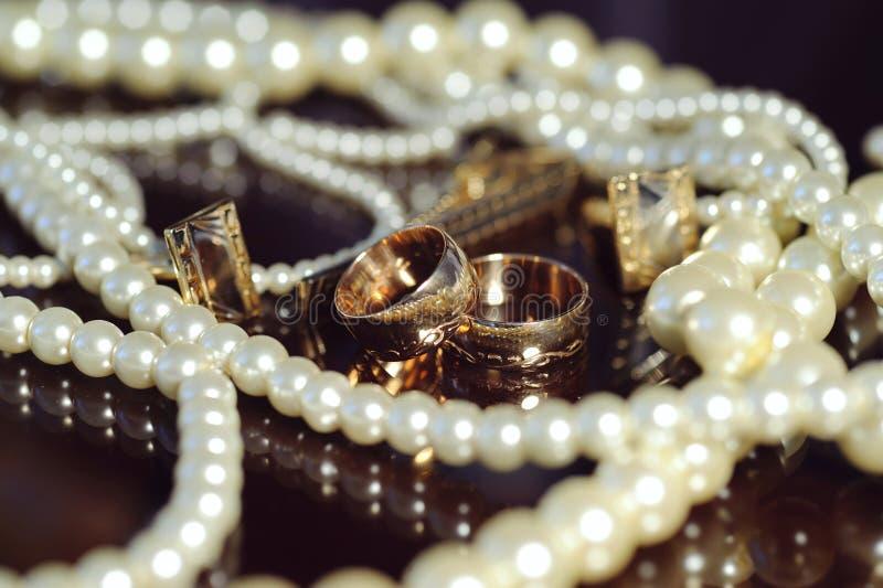 Bröllopsmycken fotografering för bildbyråer