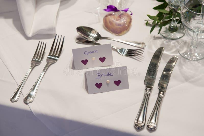 Bröllopställeinställning för brud och brudgum royaltyfri foto