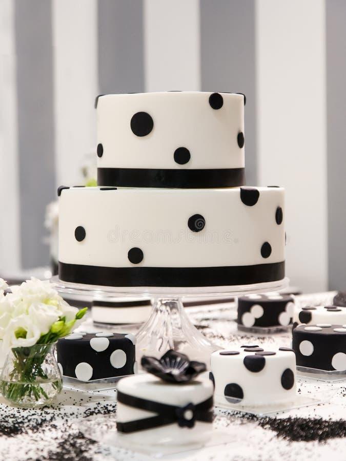 Bröllopstårta royaltyfria foton