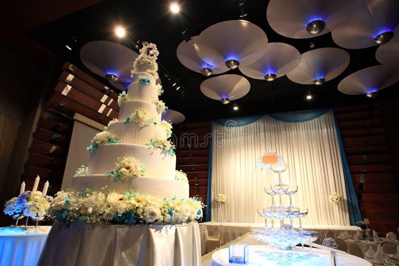 Bröllopstårtamottagandeparti royaltyfria bilder